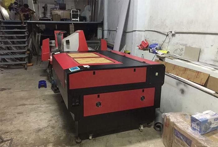 Máy Laser RuiDi 1390 được lắp đặt tại công ty Quảng Cáo Xkler Hà Nội
